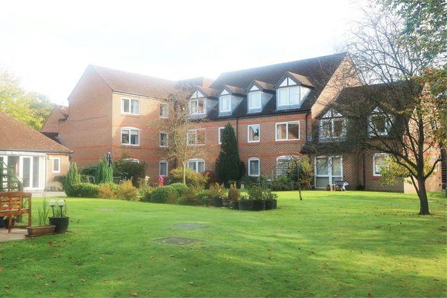 Thumbnail Flat for sale in High Street, Sandhurst, Berkshire