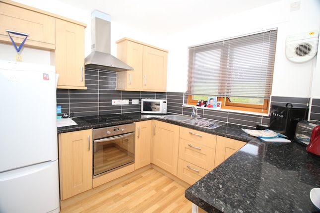 Thumbnail Flat for sale in 19 Hunter Gardens, Bonnybridge