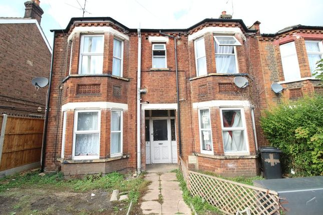 Thumbnail Flat for sale in Cromwell Road, Luton