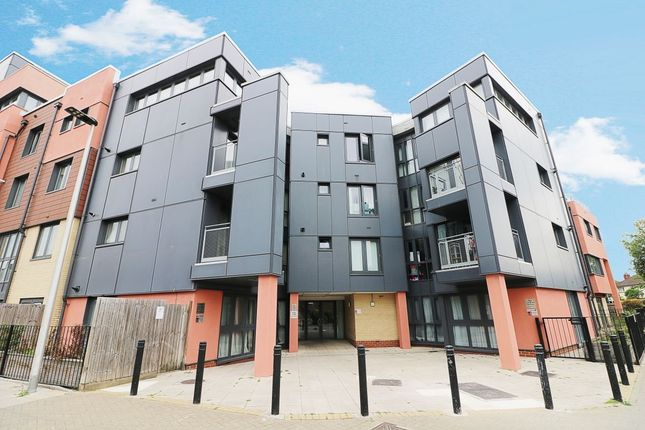 1 bed flat for sale in Bramley Crescent, Ilford