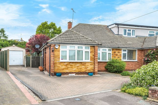 Thumbnail Bungalow for sale in Linten Close, Hitchin
