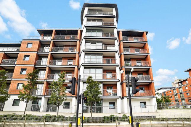 Thumbnail Property to rent in Holland Gardens, Kew