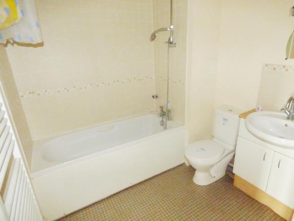 Bathroom of Omega Court, The Gateway, Watford, Hertfordshire WD18