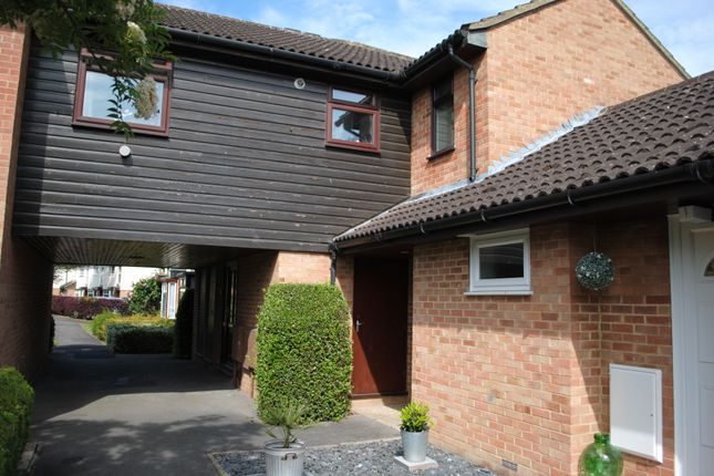 1 bed semi-detached house to rent in Wellesley Close, Ash Vale