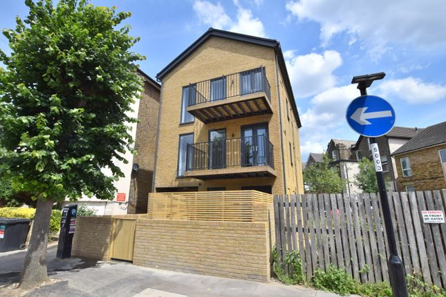 Thumbnail Flat for sale in Lennard Road, Croydon