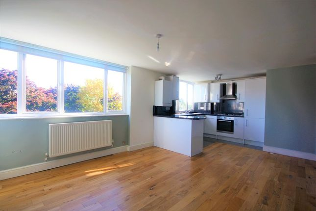 Flat to rent in Galsworthy Road, Kingston Upon Thames
