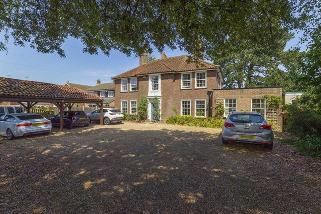 Thumbnail Detached house for sale in Tring Road, Aylesbury