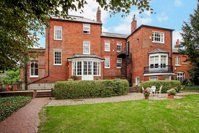 Thumbnail Flat to rent in Windsor Road, Datchet, Slough