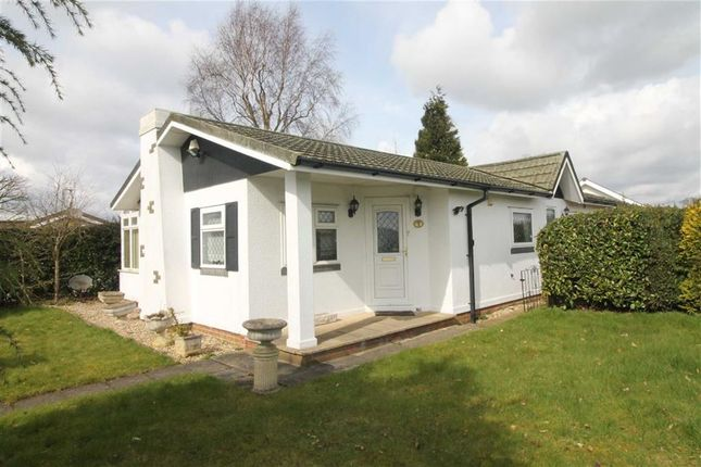 2 bed mobile/park home for sale in Sunrise Avenue, Killarney Park, Nottingham