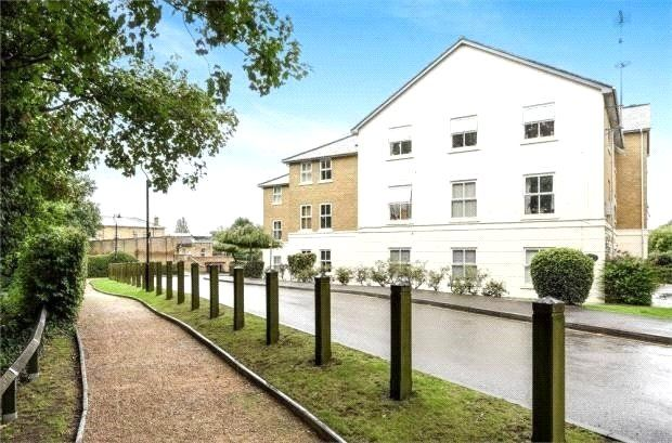 Thumbnail Flat for sale in Wraysbury Gardens, Staines