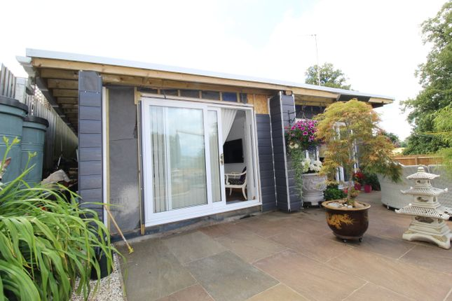 Studio to rent in Danvers Road, Broughton, Banbury OX15