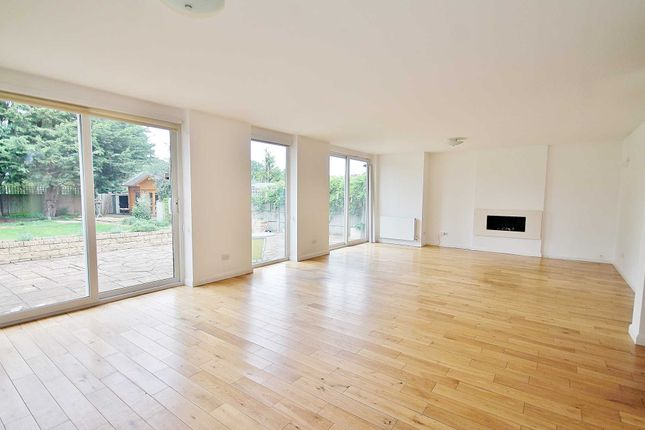 Thumbnail Bungalow to rent in Salisbury Road, Worcester Park
