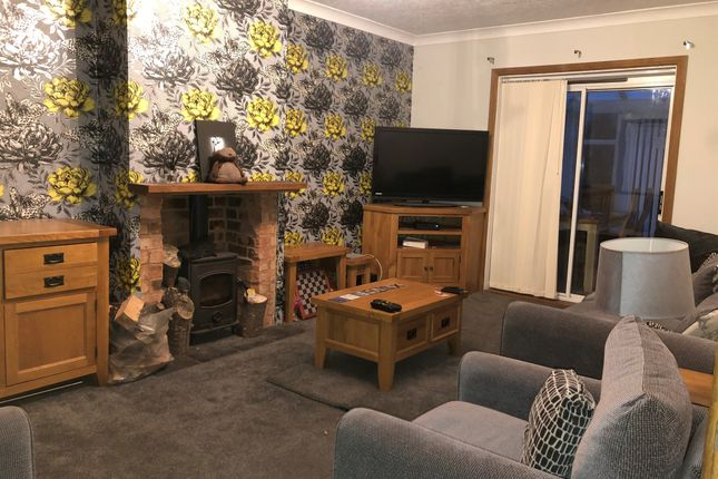 Lounge of Watts Road, Studley B80