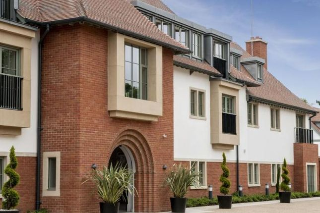 Thumbnail Flat for sale in Chalfont St Peter, Gerrards Cross