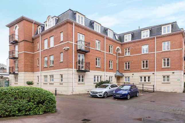 2 bed flat to rent in St. Georges Place, Cheltenham