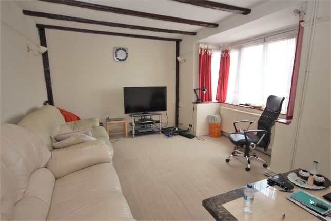 Thumbnail Semi-detached house to rent in Reading Road, Winnersh, Wokingham