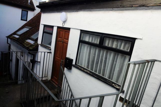 Thumbnail Maisonette to rent in High Street, Baldock