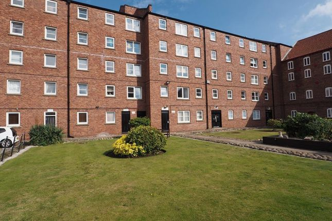 Thumbnail Flat to rent in Phoenix House, Hull