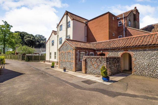 Thumbnail Flat for sale in Cromer Road, Holt