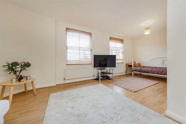 Thumbnail Flat for sale in Winscombe Street, London