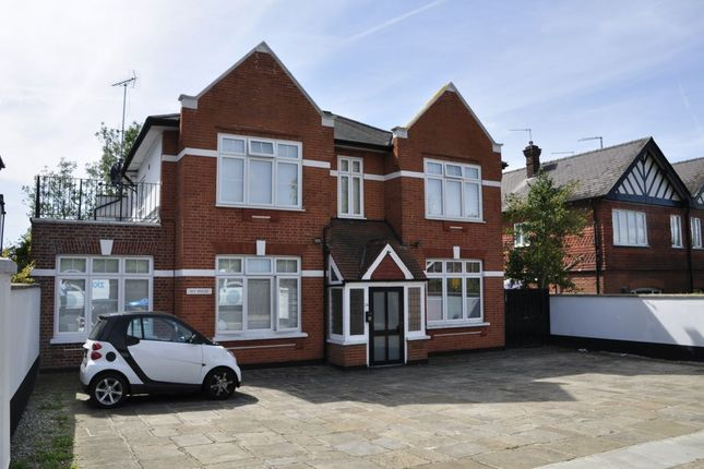 Thumbnail Flat to rent in Gloucester Road, New Barnet