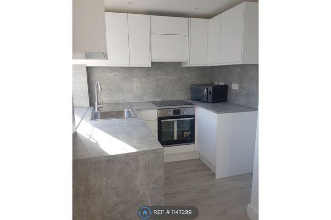 Flat to rent in Bideford Avenue, Perivale, Greenford