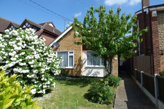 2 bed bungalow to rent in Grasmere Avenue, Hullbridge, Essex SS5