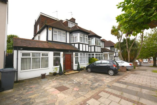 Thumbnail Property to rent in Faber Gardens, London
