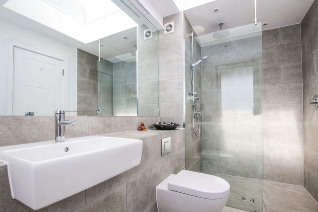 En-Suite of 100 Lavender Hill, Battersea SW11