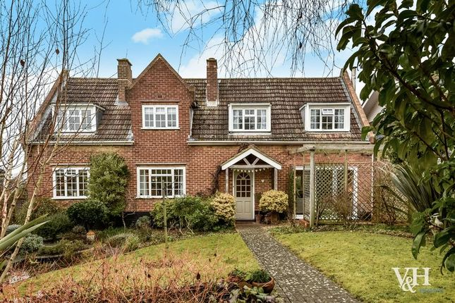 Thumbnail Detached house for sale in Downs Lane, Leatherhead
