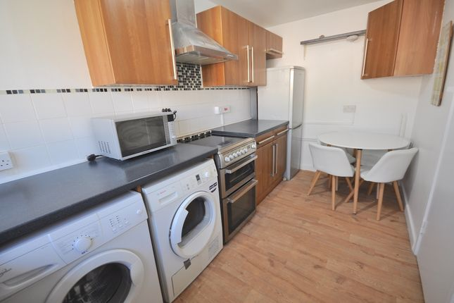 Thumbnail Flat to rent in Crayford Road, Tufnell Park, London