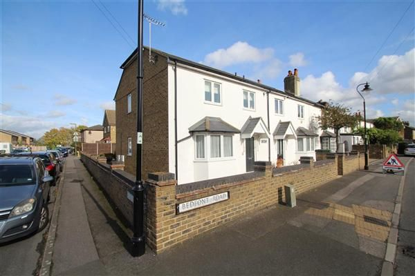 2 bed flat to rent in Crisp House, 3 Bedfont Road, Stanwell