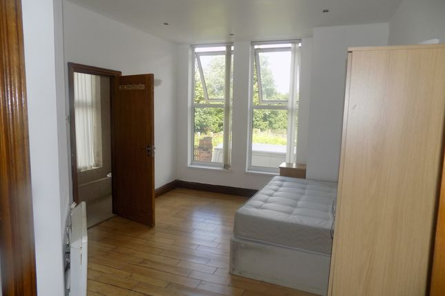 Thumbnail Flat to rent in Windsor Road, Newton Heath, Manchester