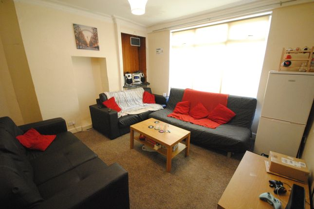 Thumbnail Terraced house to rent in Manor Drive, Hyde Park