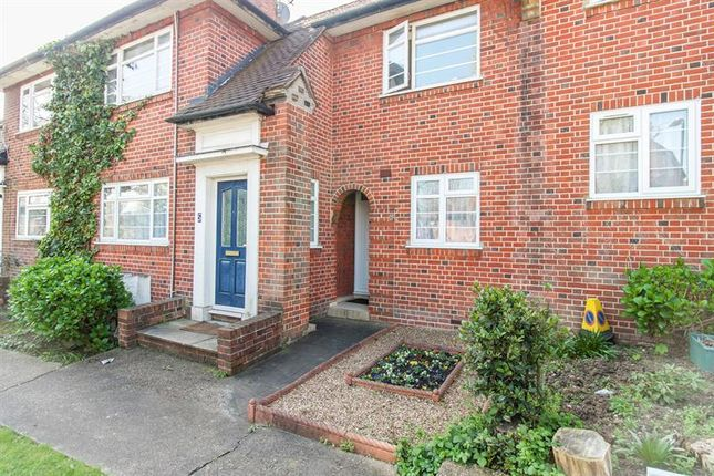 2 bed flat for sale in Malcolm Court, Ashbourne Road, Ealing, London