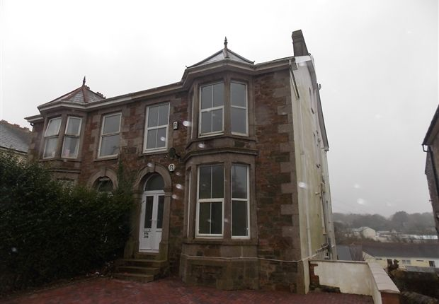 Thumbnail Flat to rent in Clinton Road, Redruth