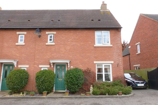 3 bed semi-detached house to rent in Thistlebank, Gloucester
