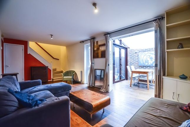 Thumbnail Mews house to rent in Lamplighter Close, London