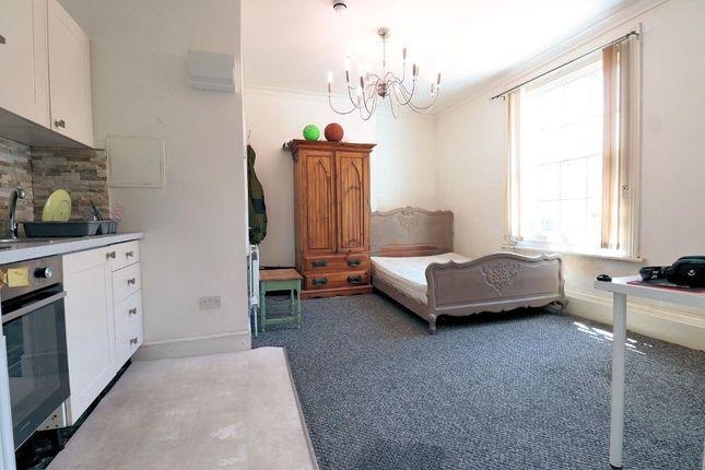 Studio to rent in Buckingham Street, Aylesbury, Buckinghamshire HP20