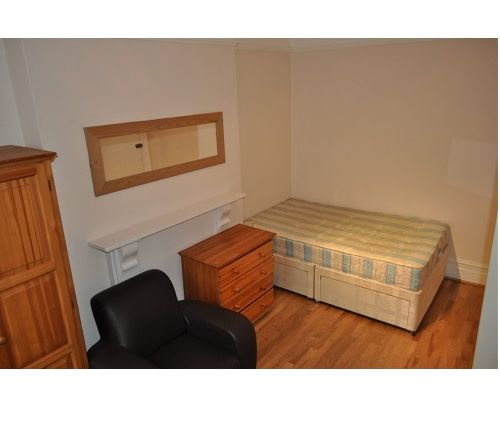 Thumbnail Studio to rent in North End Crescent, London