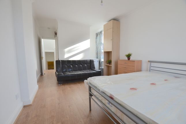 Studio to rent in Palmerston Road, Palmers Green