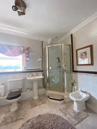 Bathroom of Bank Street, Penygraig, Tonypandy CF40