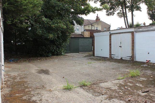 En-Bloc Garage of Heron Hill, Belvedere DA17