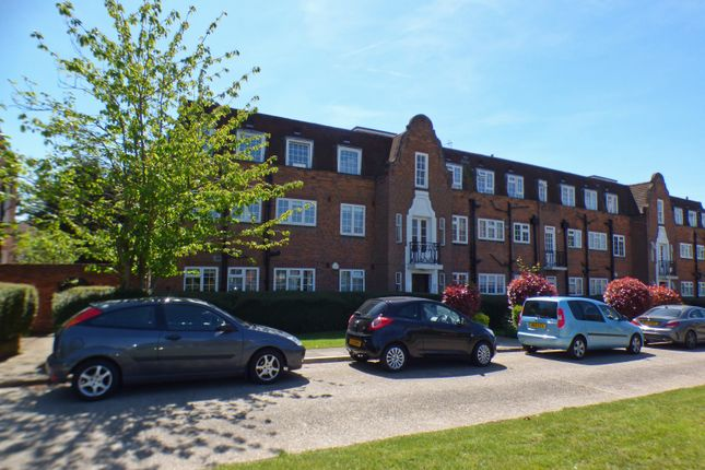 Thumbnail Flat for sale in Belmont Close, Cockfosters, Herts
