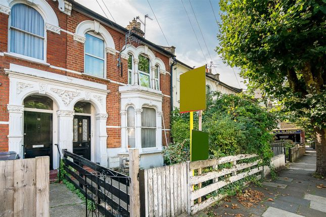 2 bed property for sale in Belmont Road, London N15