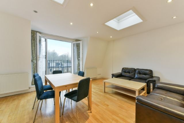 2 bed flat to rent in Denning Road, Hampstead, London