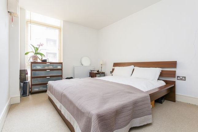 Thumbnail Flat to rent in Gainsborough House, Canary Central, Canary Wharf E14, London,
