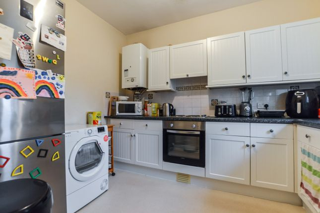 Thumbnail Flat to rent in High Street, Knaphill, Woking, Surrey