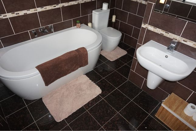 Family Bathroom of Oldbury Close, Hopwood OL10