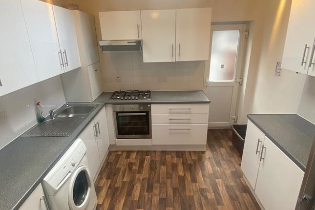5 bed terraced house to rent in Oxney Road, Rusholme, Manchester M14